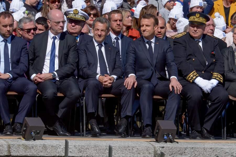 Emmanuel Macron a même posé sa main sur la jambe de Nicolas Sarkozy durant la cérémonie commémorative