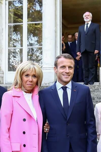 Le couple présidentiel prend la pose devant la villa Viardot à l'occasion des Journées Européennes du Patrimoine.