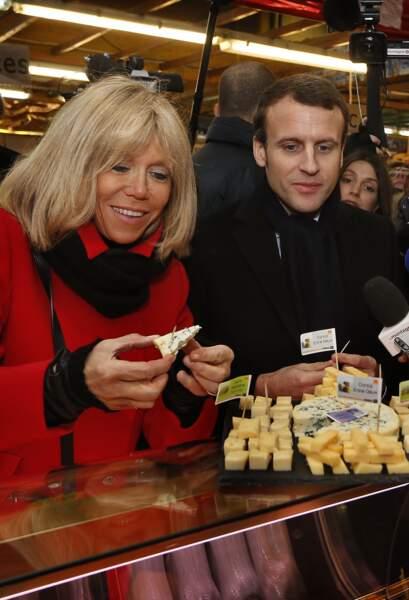 Emmanuel et Brigitte Macron visitent le marché Saint-Pierre à Clermont-Ferrand, le 7 janvier 2017.
