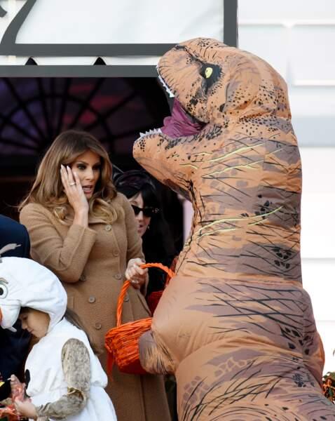 Melania Trump, effrayée par un enfant déguisé en dinosaure