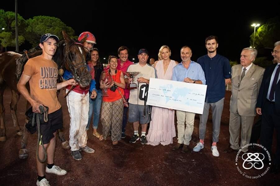 Charlène de Monaco en compagnie de l'entourage du jockey Stéphane Cingland et de son cheval Fantasia de Ligny