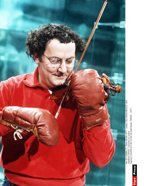 Coluche sur scène, le boxeur violoniste