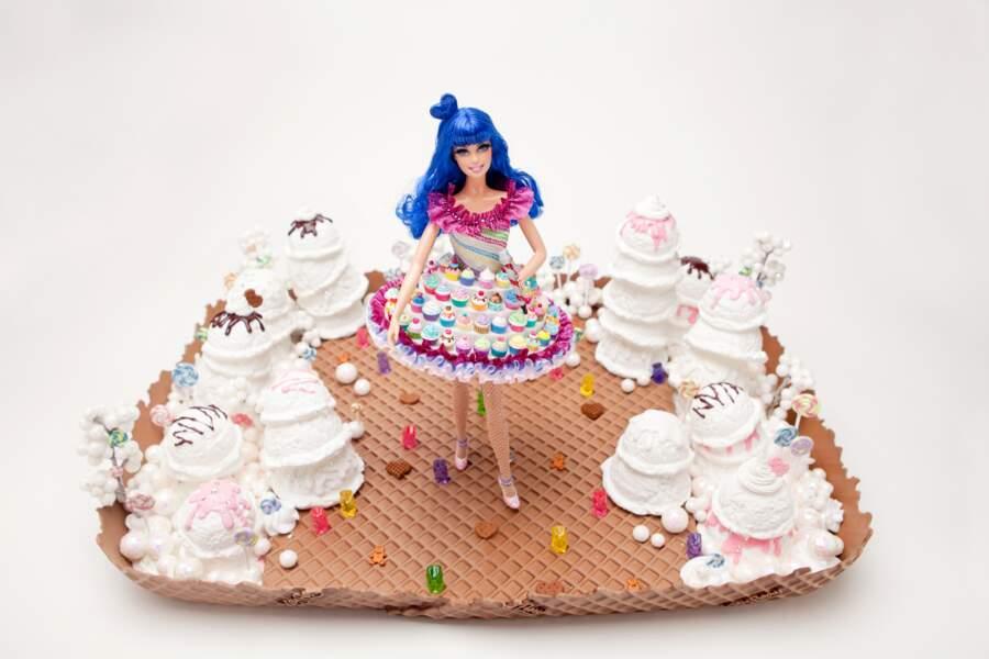 En 2011 une poupée Barbie Katy Perry est mise en vente pour soutenir l'association Project Angel Food