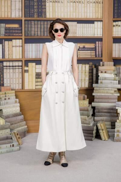 L'écrivain Anne Berest sublime en robe blanche estivale