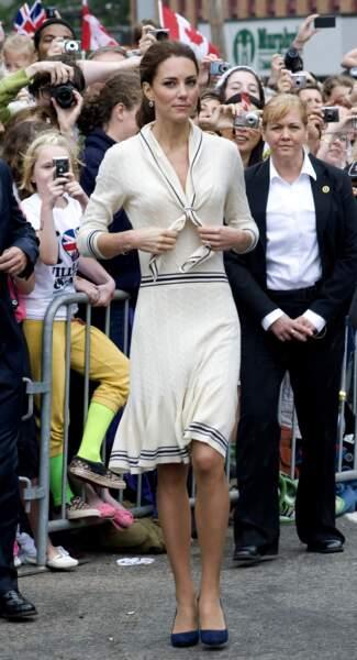 En 2011, lors de son voyage officiel au Canada, Catherine choisit une robe Alexander McQueen en tricot blanc