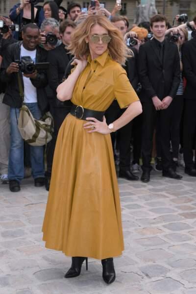 Installée à Paris depuis trois semaines, Céline Dion était ce lundi au défilé parisien Haute-Couture de Dior