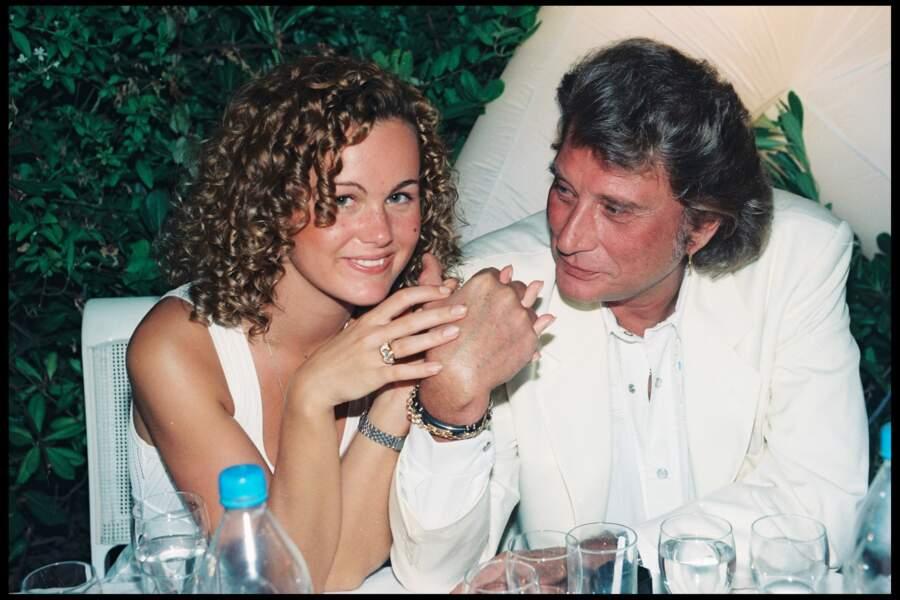 Johnny Hallyday et Laeticia lors d'une soirée blanche dans la villa d'Eddie Barclay à St Tropez en 1995