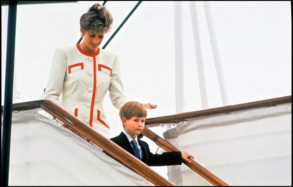 La princesse Diana accompagnée du prince Harry lors d'un voyage au Canada, en 1991