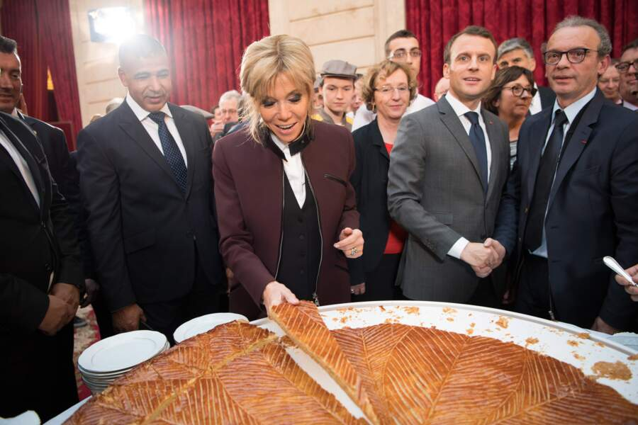 Emmanuel Macron et Brigitte Macron fêtent l'Épiphanie avec la traditionnelle Galette des rois à l'Elysée