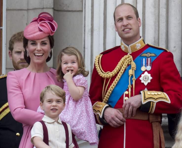 """Kate, George, Charlotte et William lors de la cérémonie """"Trooping the Colour"""" le 17 juin 2017"""