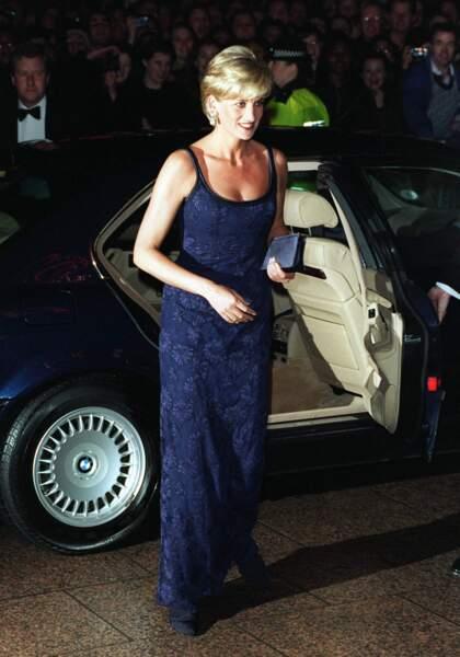 En 1997, Lady Di ose la dentelle pour l'avant-première de Le Temps d'aimer