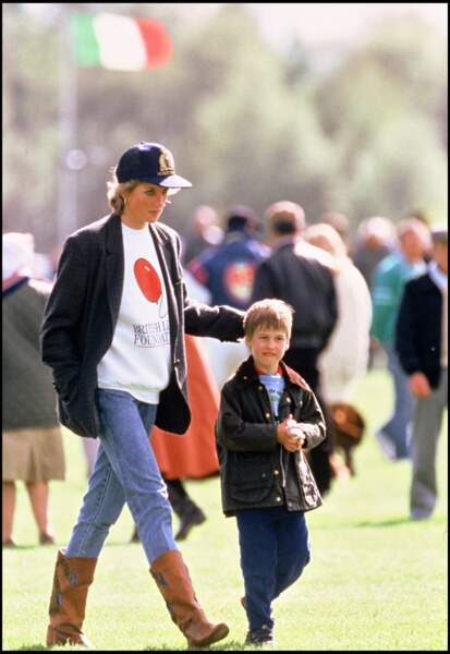 La princesse Diana et le prince William assistent à un match de polo en 1988