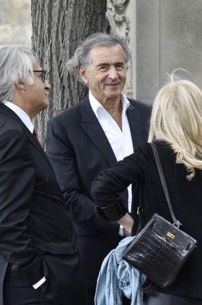 Bernard-Henri Lévy, en pleine discussion, lors des funérailles de Claude Lanzmann le 12 juillet
