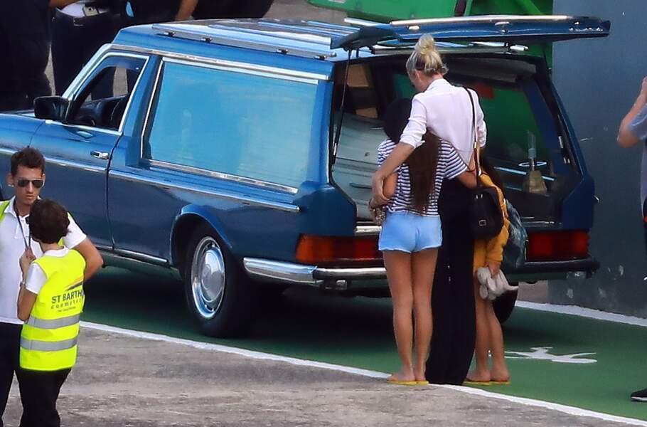 Arrivée de Laeticia Hallyday sur l'île de Saint-Barth pour l'inhumation de Johnny, le 10 décembre 2017.