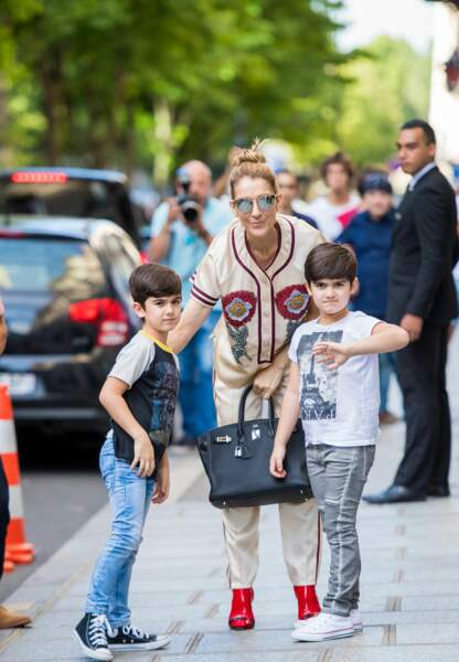 Céline Dion entame une nouvelle ère de communication en présentant ainsi ses jumeaux.