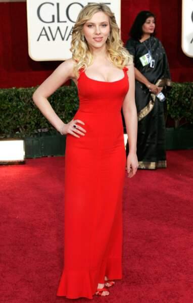 Scarlett Johansson a enflammé le tapis rouge dans cette robe moulante Valentino