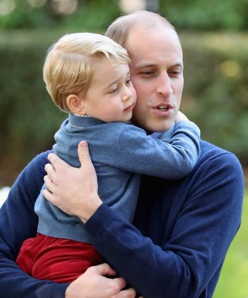 George dans les bras de William, lors d'une fête à la maison du gouvernement à Victoria le 29 septembre 2016
