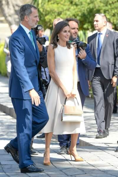 """Le roi Felipe VI etla reine Letizia à la sortie de l'exposition """"El viaje mas largo"""" à Seville"""