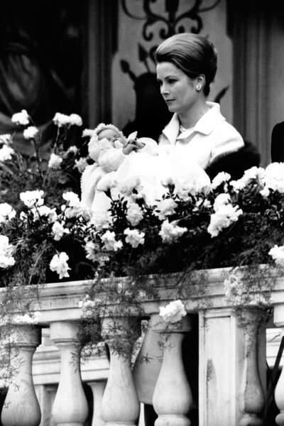 La princesse Grace de Monaco au baptême de sa fille Stéphanie, le 13 mars 1965 à Monte-Carlo