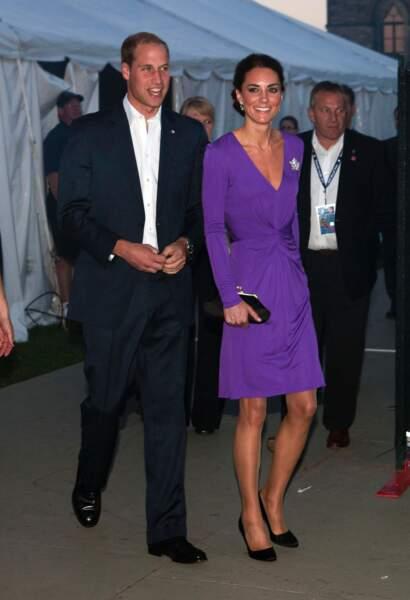 Princesse Kate en Issa violet en juillet 2011