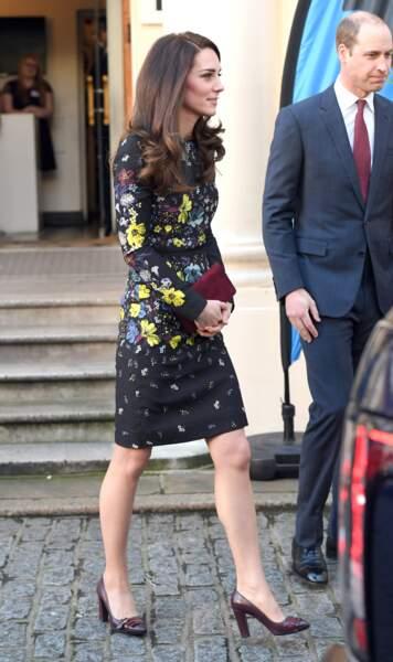 Tout en volupté, la duchesse affiche son look irréprochable
