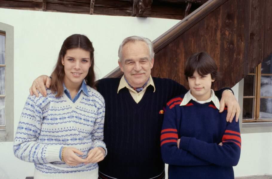 Rainier, Caroline et Stéphanie de Monaco lors de vacances aux sports d'hiver, en 1979