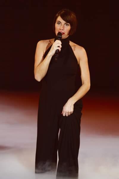 Alessandra Sublet et son carré court avec raie sur le côté, lors des Victoires de la Musique, le 3 mars 2012