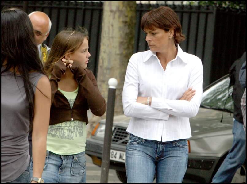 """Stéphanie et Pauline, sur le tournage du clip du single """"L'or de Nos Vies"""" au profit de Fight Aids Monaco, en 2006"""