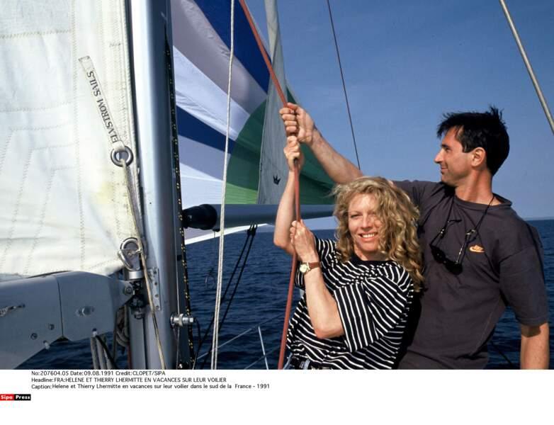 1991. Thierry Lhermitte et sa femme sur leur voilier