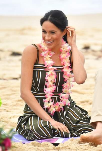Meghan Markle enceinte en robe rayée sur la plage de Bondi Beach. Sydney, le 19 octobre 2018.