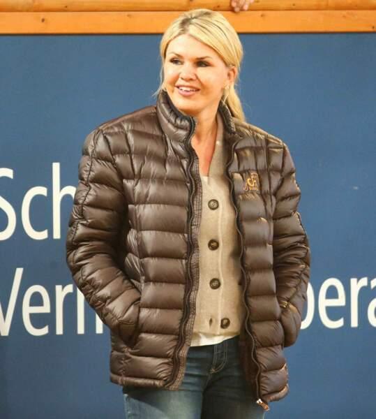 Corinna Schumacher tout sourire pour sa première apparition en qautre mois
