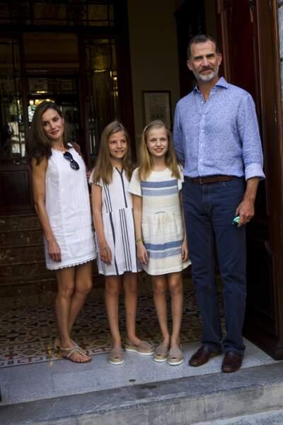 Letizia d'Espagne, avec ses deux filles: la princesse Leonor âgée de 12 ans et la princesse Sofia âgée de 10 ans