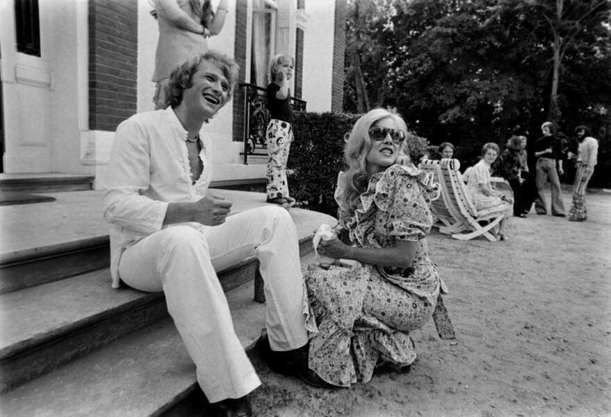 Johnny Hallyday fête ses 30 ans avec Sylvie Vartan à Loconville en 1973