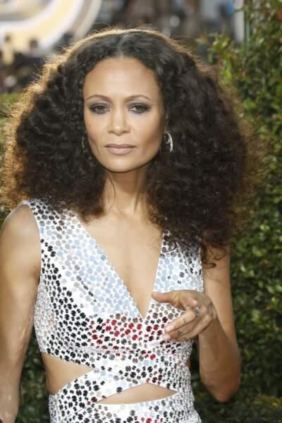 Thandie Newton remets les cheveux très frisés et le volume au goût du jour