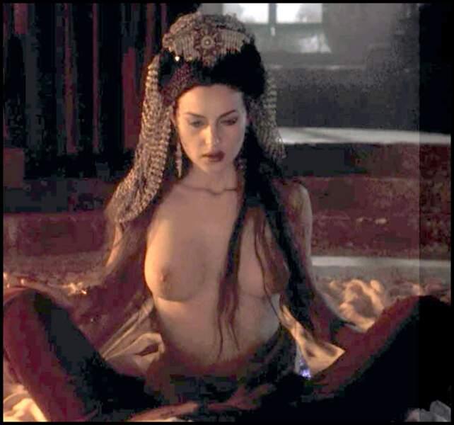 Monica Bellucci dans Dracula - 1992
