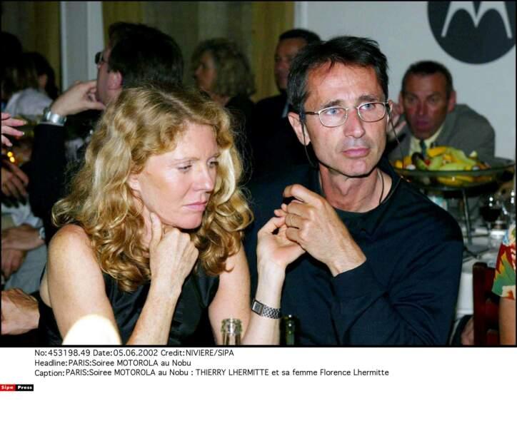 2002. Geste tendre entre Thierry Lhermitte et sa femme