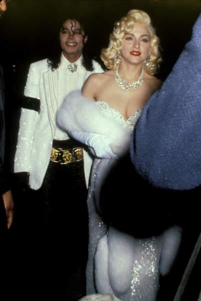 Madonna et son look inspiré de Marilyn Monroe, avec Michael Jackson aux Grammy Awards en 1991