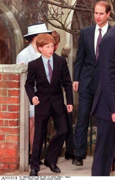Le prince Harry, très élégant à la sortie de la messe de Pâques à Windsor, en 1996
