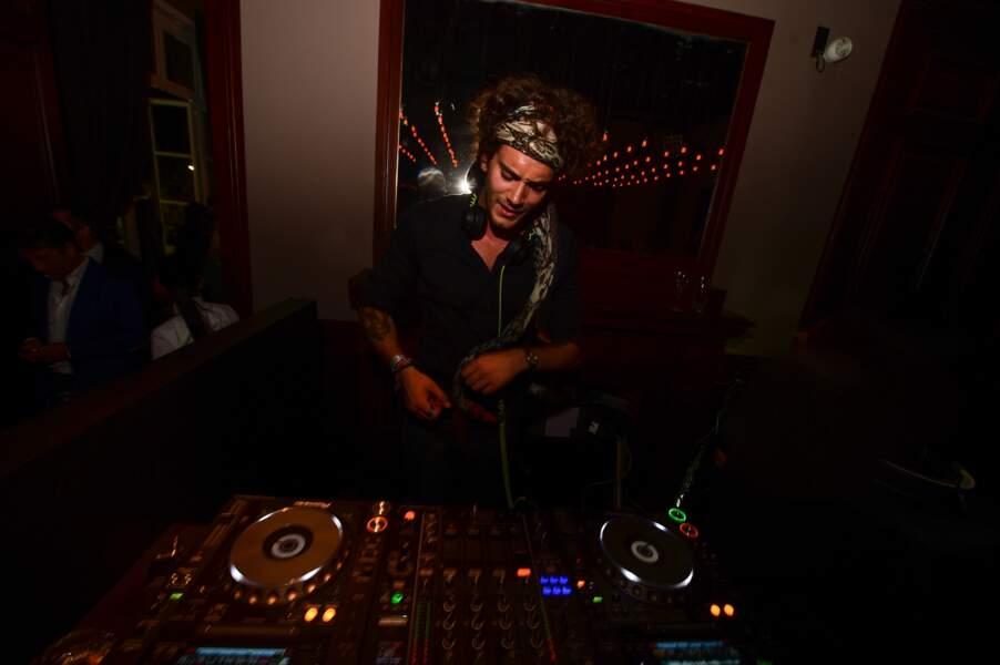 Ambiance au Kiehl's club avec le DJ Léo Lanvin aux platines