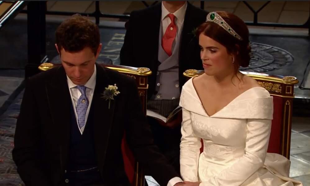 Princess Eugénie se marie dans une robe Peter Pilotto avec un décolleté audacieux