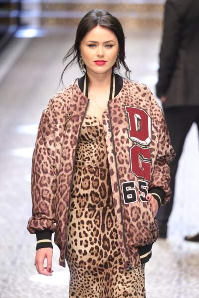 Kristina Bazan défilant pour Dolce Gabbana à Milan le 27  février 2017
