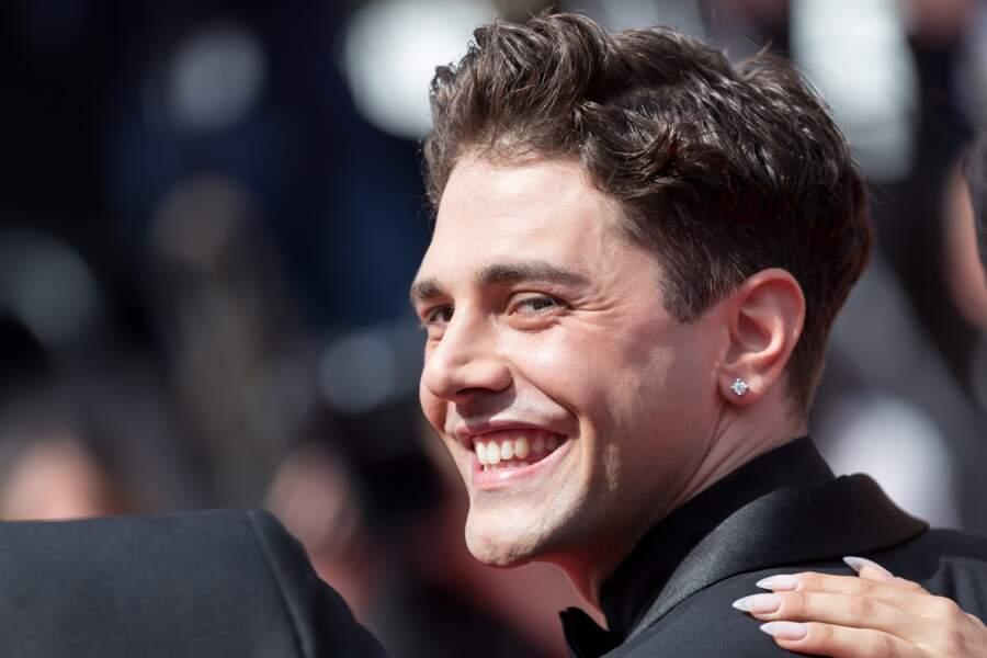 """Xavier Dolan tout sourires en costume Dior, présente son film """"Matthias et Maxime"""" le 22 mai 2019 à Cannes"""