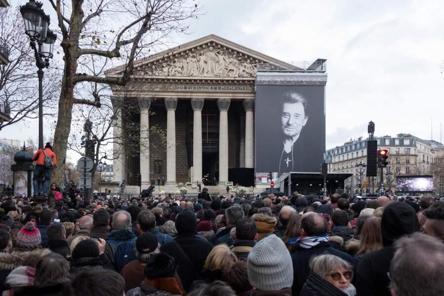 Un million de fans dans les rues de Paris pour rendre un dernier hommage à Johnny.
