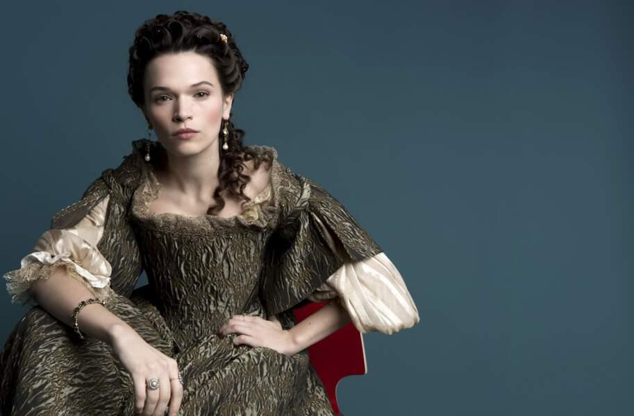Anna Brewster dans le rôle de Madame de Montespan dans la série Versailles (Canal+)