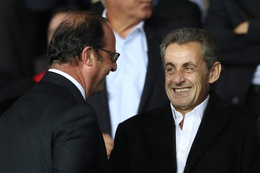François Hollande glisse un bon mot à l'oreille de Nicolas Sarkozy