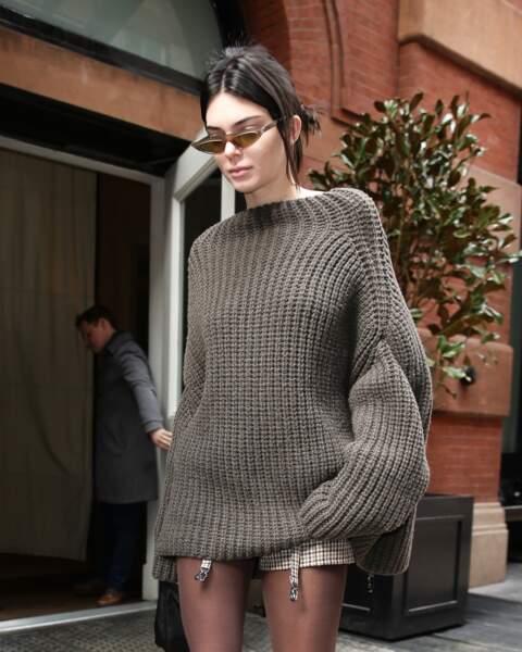 """Kendall Jenner affiche un chignon """"zéro efforts"""" dans les rues de New York"""