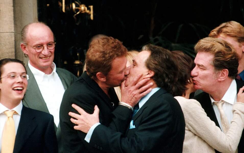 Au mariage de Michel, le marié embrasse Johnny