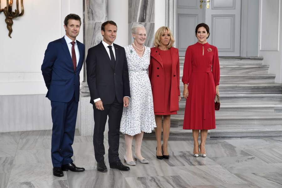 Brigitte Macron en total look Louis Vuitton et La princesse Mary de Danemark totalement assorties