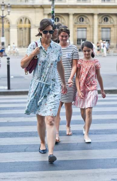 Katie Holmes et Suri Cruise se promènent à Paris