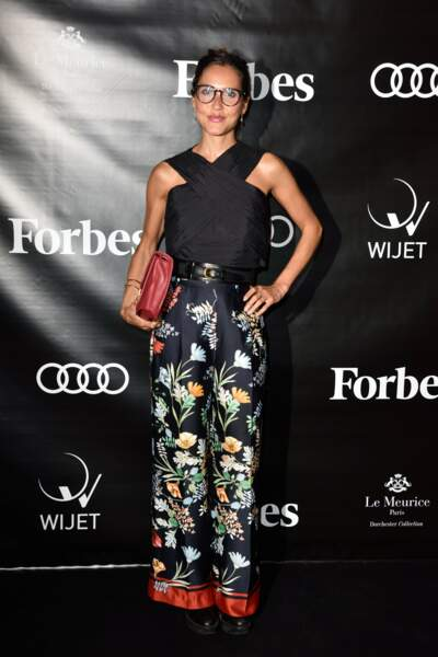 Joyce Jonathan, pantalon fleuri très chic à Paris